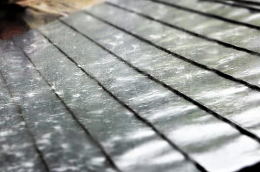 屋根には防水シートが有効!貼り方や雨漏りを防ぐメカニズムを解説