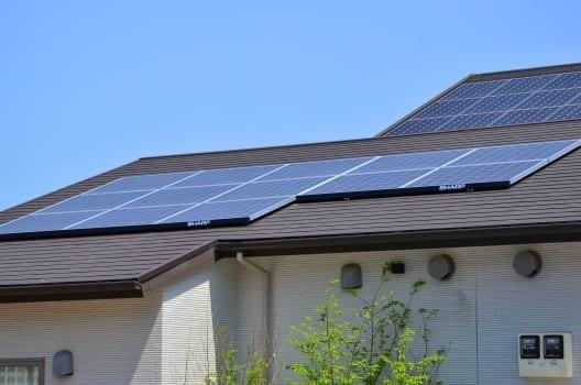 ソーラーパネルの屋根に雨漏りのリスクが?考えておきたい雨漏り事情