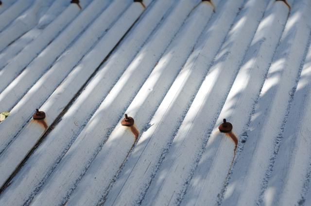 トタン屋根の塗料でおすすめなのはどれ?塗装手順やサビ止めについて