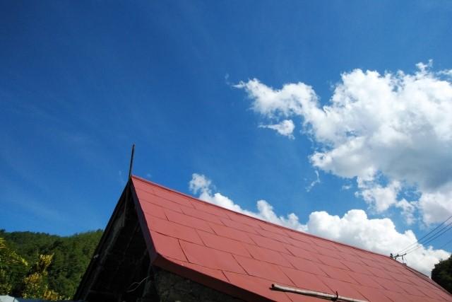 トタン屋根の雨漏り修理DIYは応急処置まで!補修方法と費用を解説