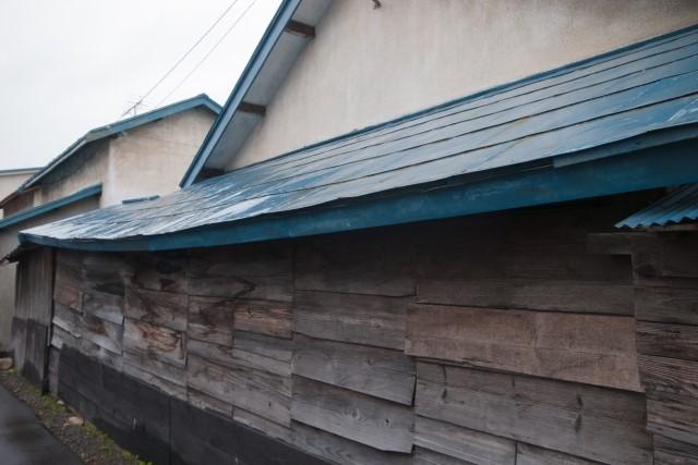 トタン屋根の穴修理をDIYでする方法!業者依頼の費用相場も解説!