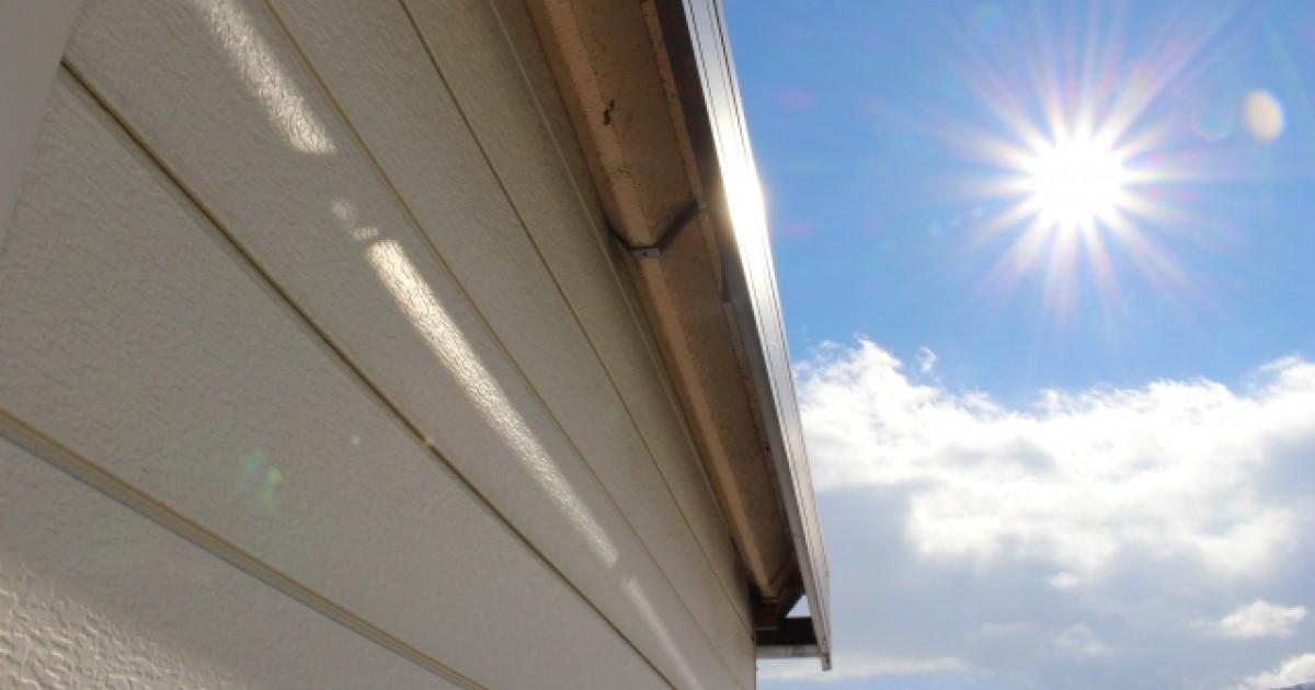 ガレージの屋根修理費用|カーポートの修理費用とDIYの方法も解説