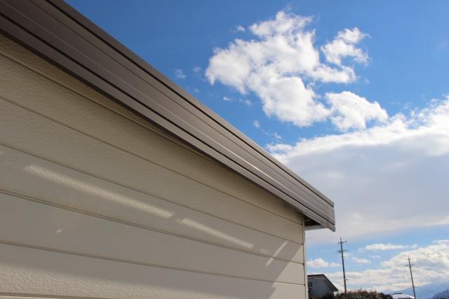 ガレージ屋根の雨漏り修理はDIYが可能!修理方法や費用相場まとめ
