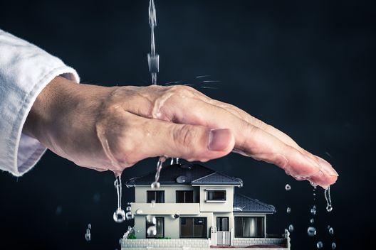 雨漏りが起きたら要チェック!雨漏りで火災保険を請求できるケースと注意点を解説します