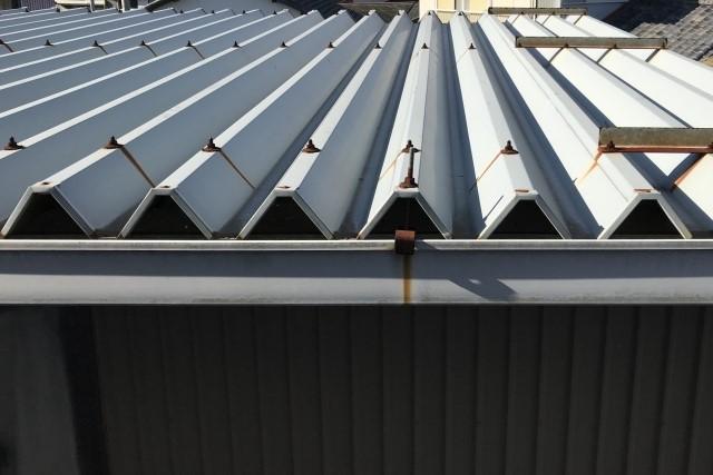 物置トタン屋根の修理は応急処置ならDIYで可能!雨漏り補修まとめ