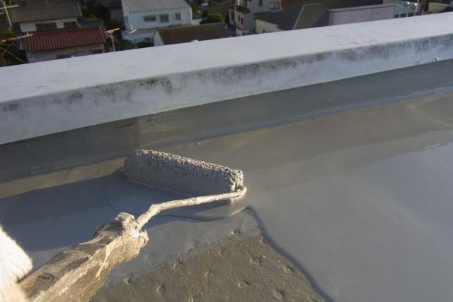 陸屋根の防水工事費用はいくら?費用相場と工事方法の特徴について|雨漏り修理110番|修理:25,000円〜&事前調査・相談無料