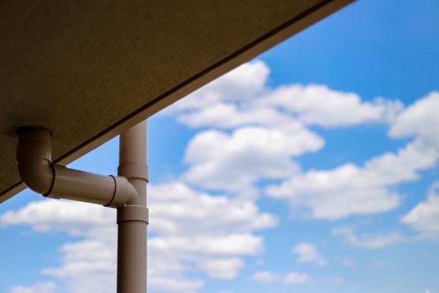 ドレンからの雨漏りは劣化による防水機能の低下や詰まりが原因