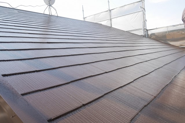 屋根の雨漏りを防水テープで応急処置!修理は早めの業者依頼が肝心