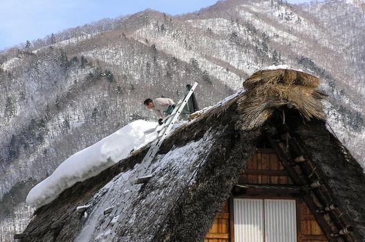 雪下ろしの方法と注意点