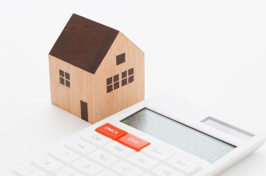 屋根葺き替えの適切な時期や作業の流れを解説。気になる費用の内訳は?