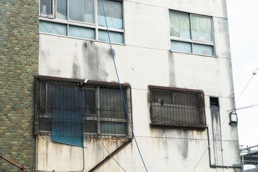 マンション・ビル・アパートで雨漏りする原因