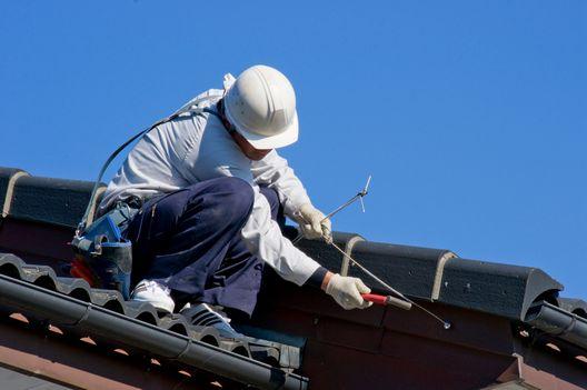 業者による瓦屋根修理